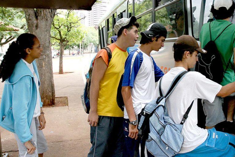 Read more about the article Auxílio transporte para estudantes podem ser solicitado de 18 a 22 de fevereiro
