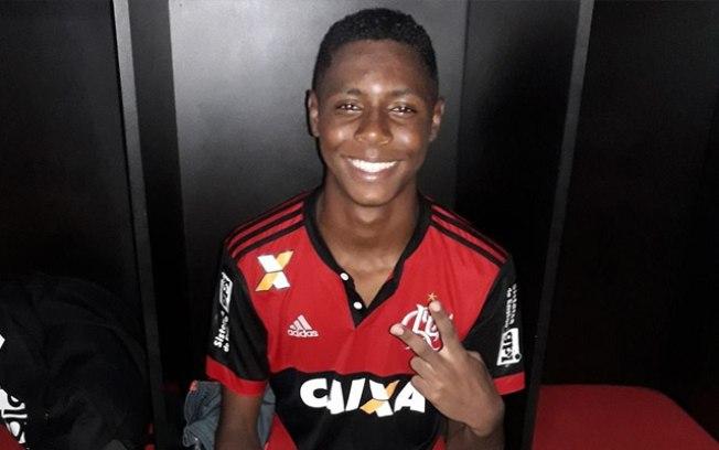 Read more about the article Jhonata Ventura, ferido mais grave do incêndio do Flamengo, começa a andar pelo hospital