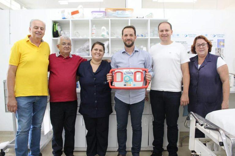 Empresários de Capivari fazem doação de desfibrilador para a Santa Casa