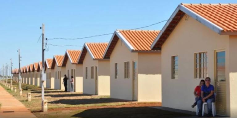 Read more about the article Empresário constrói casas por conta própria, e doa a famílias que precisam