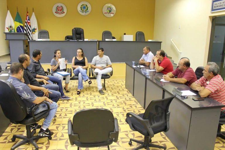 Reunião entre autoridades de Elias Fausto trata das exigências da legislação para o transporte escolar