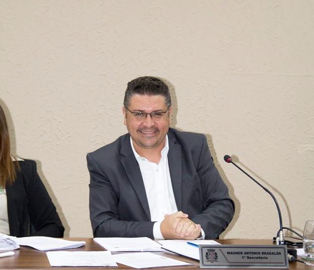 """Read more about the article Vereador Wagner Bragalda lamenta ausência de um Fiscal de Posturas: """"Falta punir no bolso, educar, senão a cidade continua do jeito que está: feia e suja!"""""""