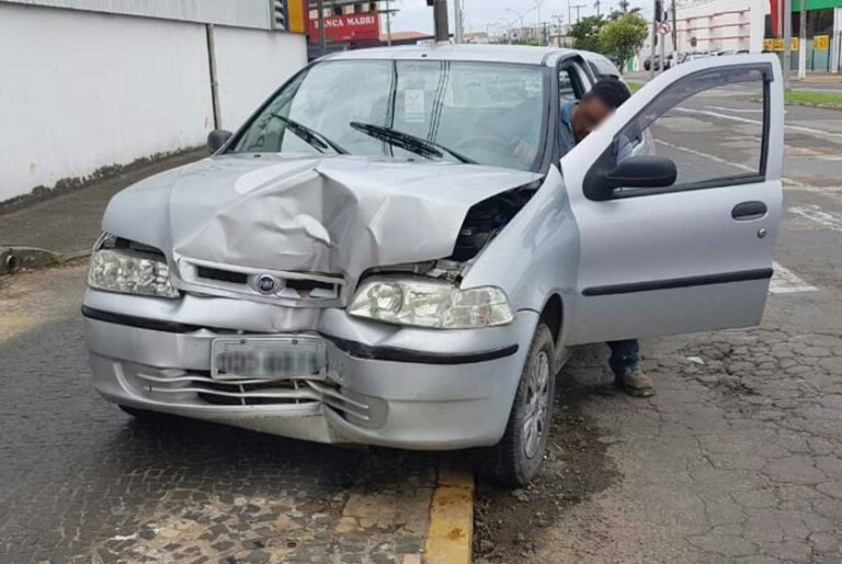 Read more about the article Carro é arremessado contra poste após ser atingido por ônibus em Capivari