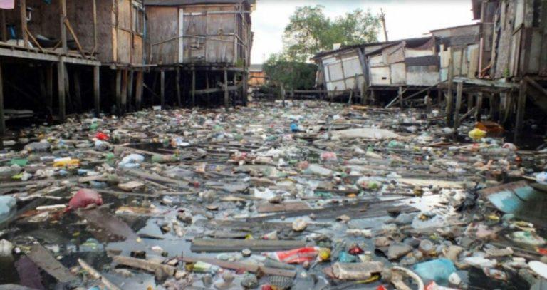 Santos despeja 60 toneladas de resíduos sólidos no mar por dia; 85% disso é plástico