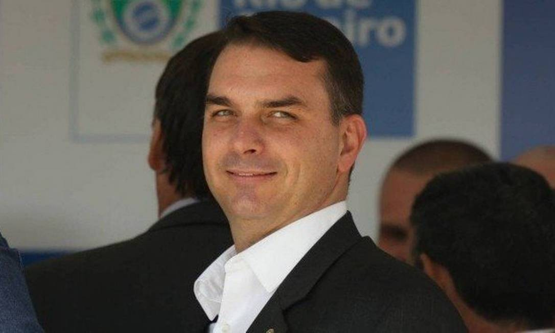You are currently viewing Flávio Bolsonaro propõe reduzir maioridade penal a 14 anos em crimes hediondos e tráfico