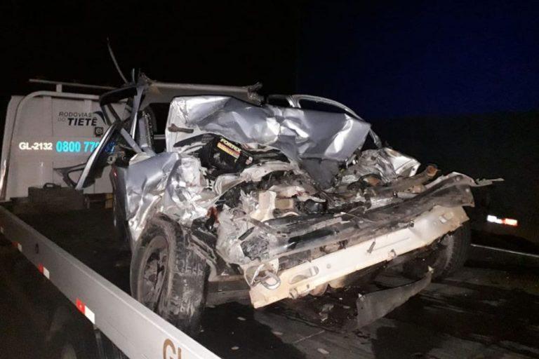 Após atropelar boi, carreta fica atravessada em rodovia e causa grave acidente em Capivari