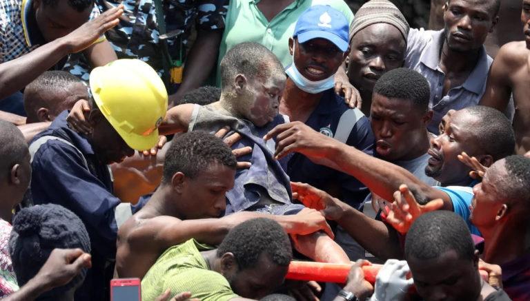 Tragédia na África: mais de 100 alunos foram soterrados em desabamento de escola