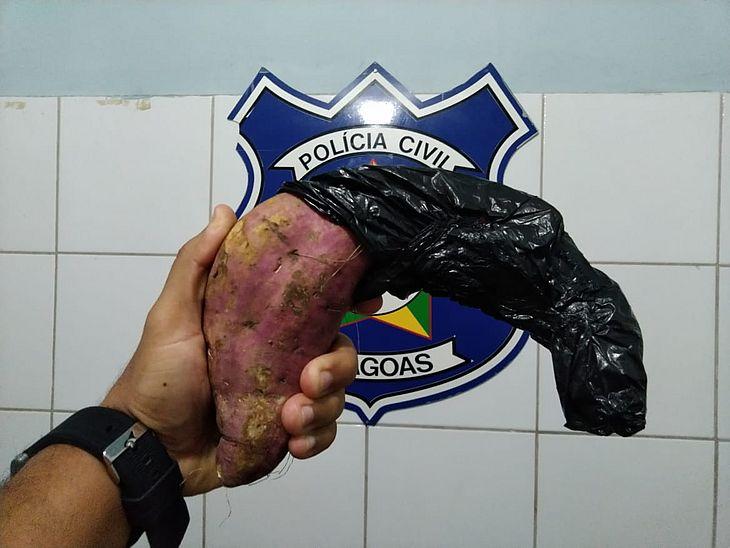 Read more about the article Homem que assaltava usando batata doce como arma é preso em Maceió