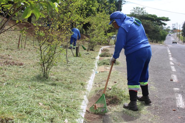 Vila Balan, Avenida Itália e região central recebem serviço de limpeza e roçagem nesta semana