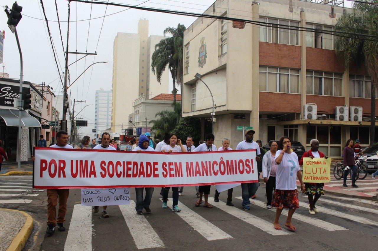 You are currently viewing Caminhada Antimanicomial percorreu as ruas centrais de Capivari nesta segunda-feira