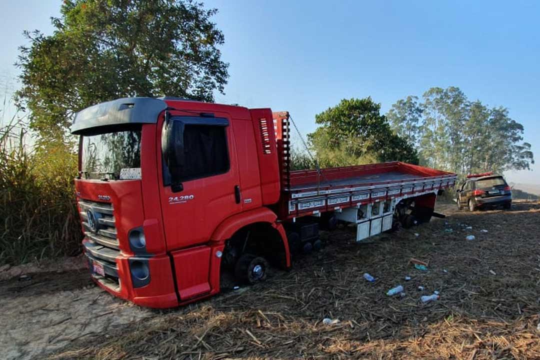 You are currently viewing Grupo amarra caminhoneiro e rouba 11 pneus de caminhão em Capivari