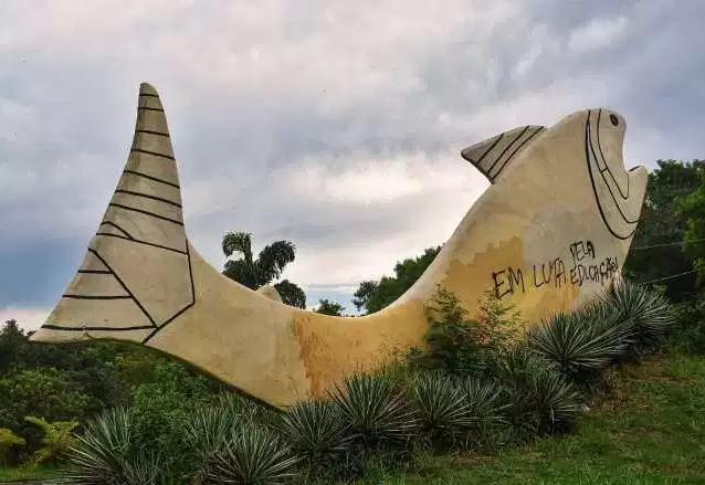 Em Piracicaba, monumento de peixe na entrada da cidade é novamente vandalizado