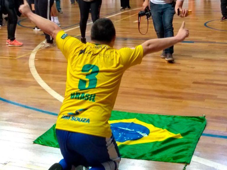 Read more about the article Brasil vence Argentina e conquista primeiro título mundial de futsal down
