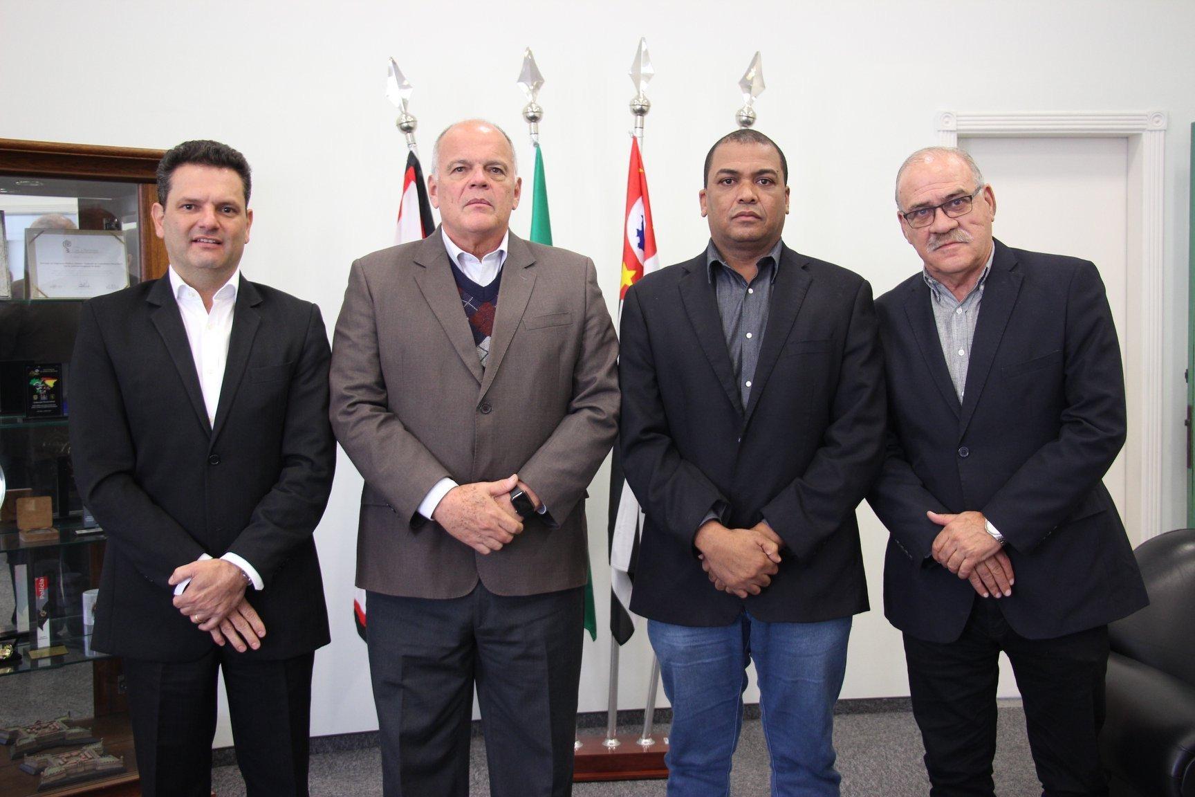 Read more about the article Prefeito Thiago encontra-se com Secretário Estadual de Segurança e cobra Delegado para Monte Mor