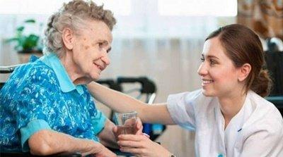 You are currently viewing Plenário regulamenta a profissão de cuidador de idoso
