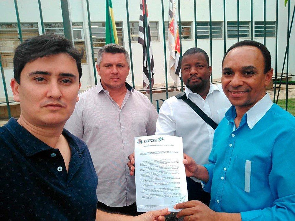 You are currently viewing Vereadores vão ao Ministério Público contra taxa do lixo