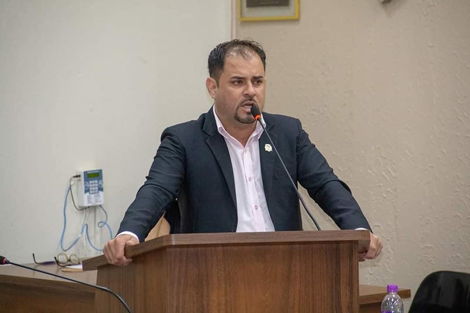 """Votarei contra este aumento"" diz vereador Fabio Santos sobre reajuste de vereadores"