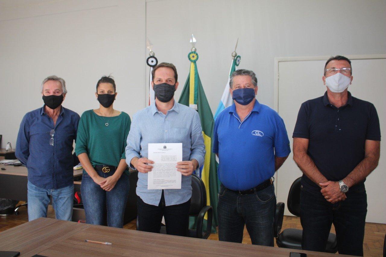 You are currently viewing Presidente da Câmara, Flávio Carvalho, e prefeito Rodrigo Proença conquistam mais R$ 100 mil em verbas