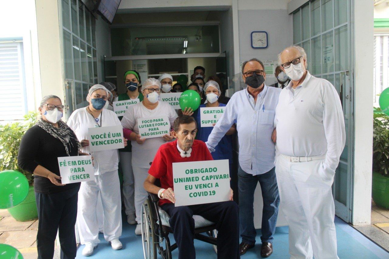 Read more about the article Após 74 dias internado com Covid-19, paciente recebe alta no hospital Unimed
